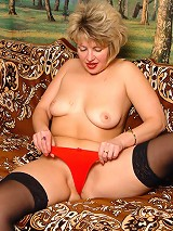 Blonde chubby mature plays with dildo