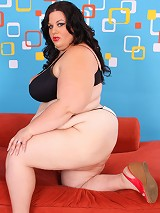 Fatty with XXL jugs masturbates in front of cam